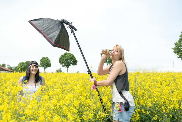 Making of Outdoor Fotoshooting im Rapsfeld