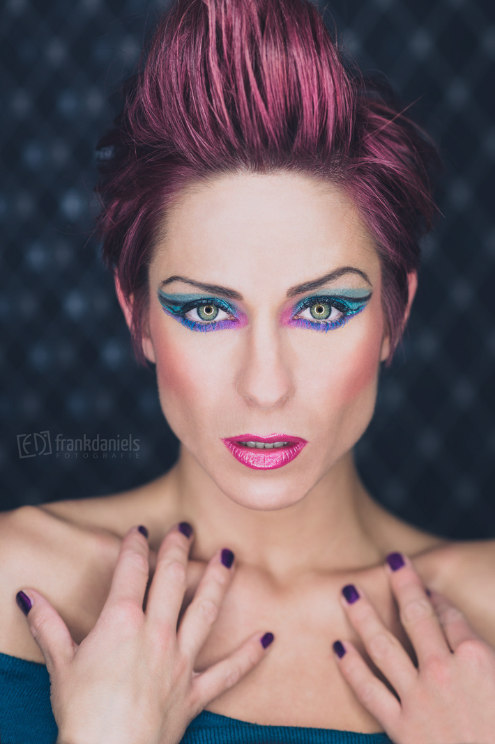 Ringlicht Foto mit Extreme Make-Up - Angel Eyes Punk Look